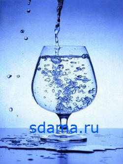 Выпивать стакан воды утром