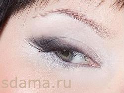 Стрелки на глазах с помощью теней