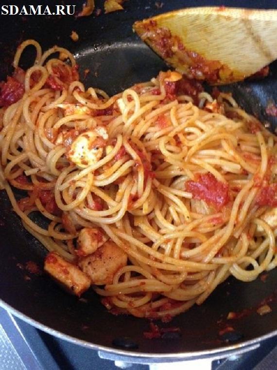 makaroni-s-tomatom